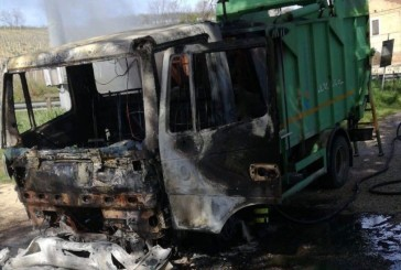 Pollutri, a fuoco un automezzo per la raccolta dei rifiuti