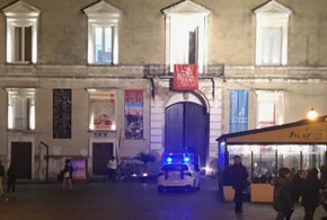 """""""Il d'Avalos come urinatoio"""", protesta nel centro storico"""