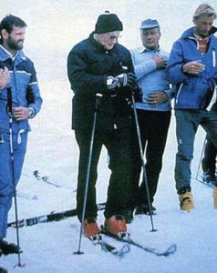 Pope-Skiing