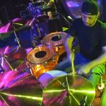 "Led Zeppelin: assista performance de Dave Lombardo tocando ""Whole Lotta Love"""