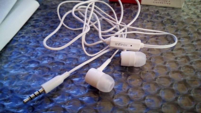 Infinix Hot 2 Earphones