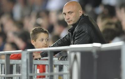 Olivier Pantaloni zal er de eerste drie wedstrijden in Ligue 1 niet bij zijn in de dug-out. Hij is geschorst vanwege het betreden van de scheidsrechterskleedkamer en het uiten van 'ongepaste opmerkingen' tegen de scheidsrechter tijdens de wedstrijd tegen Boulogne-sur-Mer in mei. Voorzitter Alain Orsoni wacht voor dezelfde vergrijpen vier wedstrijden schorsing.