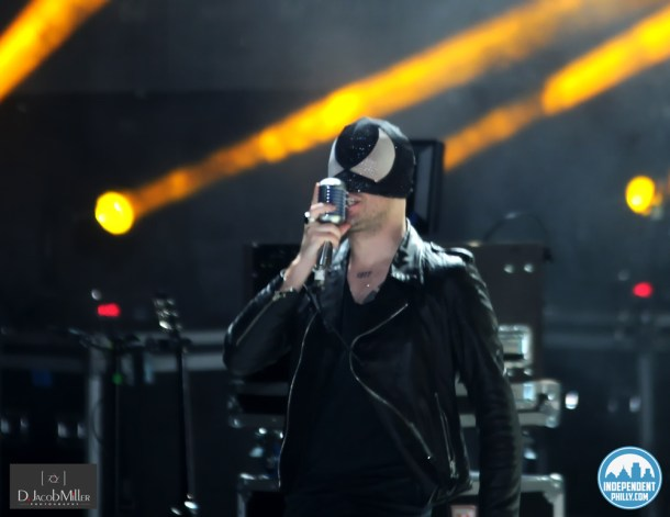 BLOODY BEETROOTS at Ultra 2013 (2)