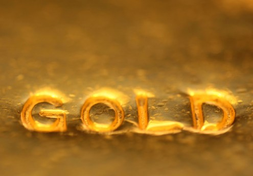 Gold, silver prices fall on sluggish demand, global cues