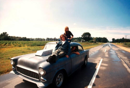 Editorial use only. No book cover usage. Mandatory Credit: Photo by Universal/Gto/Kobal/Shutterstock (5883089t) Dennis Wilson, Laurie Bird, James Taylor Two Lane Blacktop - 1971 Director: Monte Hellman Universal/GTO USA Film Portrait Drama Two-Lane Blacktop Macadamà deux voies