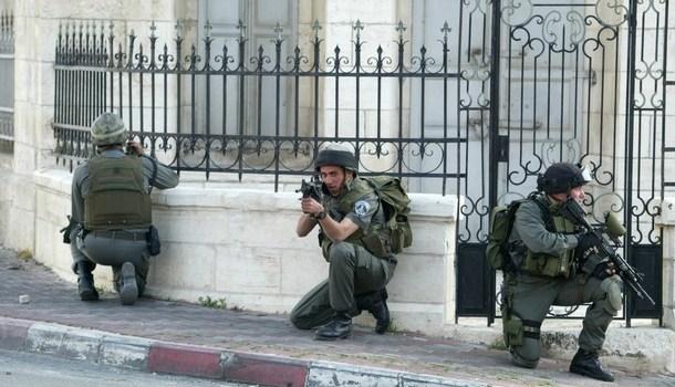 Striscia di Gaza, l'orrore di un assedio nel racconto di Vittorio Arrigoni
