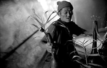 """I Kulung, la tribù himalayana degli antichi """"uomini-tigre"""", di Martino Nicoletti"""