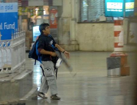 Finanziamenti dall'Italia per gli attentati di Mumbai. Dal governo pachistano giungono le prime ammissioni.