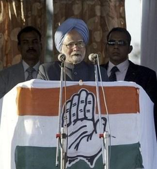 Elezioni indiane: giovane lancia una scarpa al premier Manmohan Singh. Il video