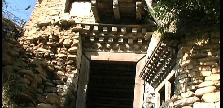 Lo dzong di Dirang: da antica fortezza ad avamposto multiculturale, sulla via di Lhasa.