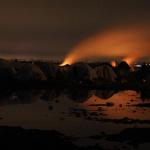 Dopo lo scontro, alcune tende occupate dai rifugiati afgani vengono bruciate (foto E. Confortin)