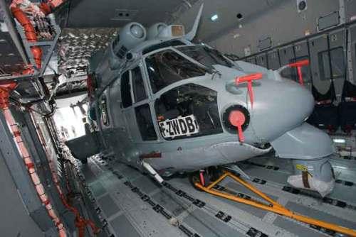 Mampu mengangkut helikopter Super Cougar.