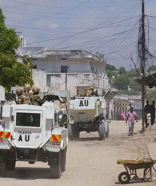 Beraksi dalam misi militer di Uganda.