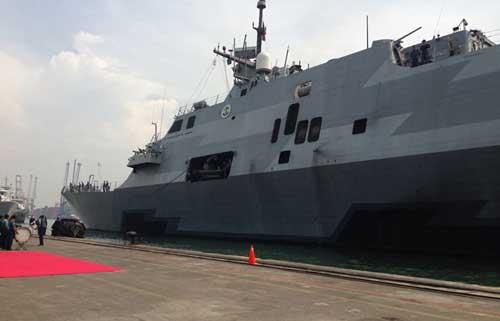 USS Fort Worth saat berada di Bali