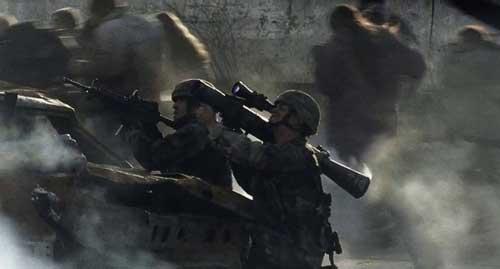 """Bersama dengan rudal Javelin, Carl Gustaf M2 juga beraksi menghajar alien di film """"War of The World."""""""