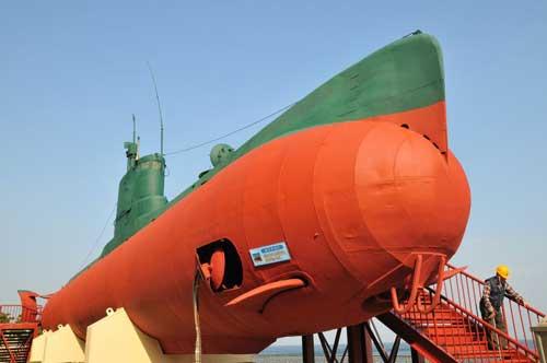 Kapal selam mini korea Utara dijadikan monumen oleh Korea Selatan.