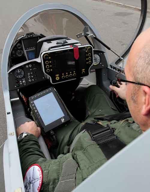 Tampilan kokpit LH-10, kemudi pesawat sudah menggunakan HOTAS ((Hands on Thorttle and Stick).