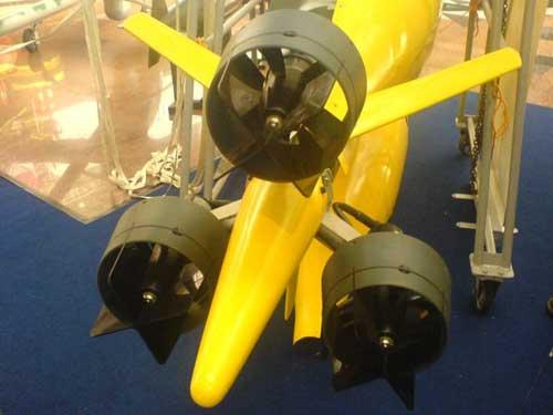 Sotong digerakkan oleh tiga propeller.