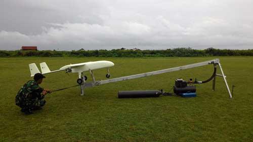 LSU-03 NG take off dengan menggunakan pelontar.