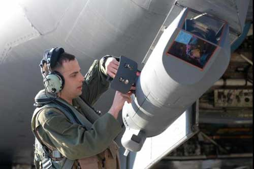 Instalasi Sniper ATP di B-1B Lancer.