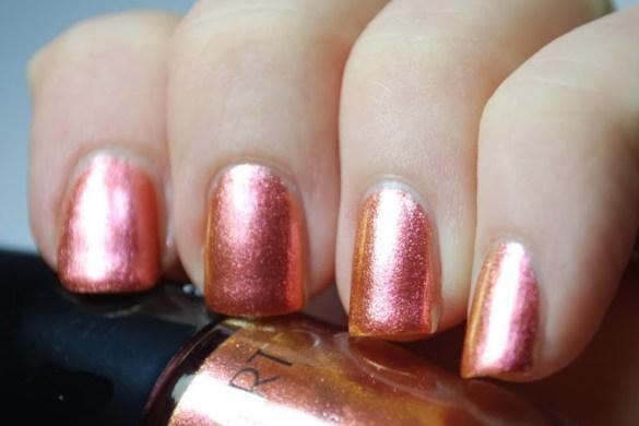 Artdeco-Glam-Vintage-Nagellack-Review-380-Iridescent-Red