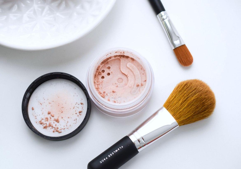 Bare Minerals Erfahrungen Mineralpuder Advanced Pure Radiance All over face Kolorierte Mineralien Gesicht