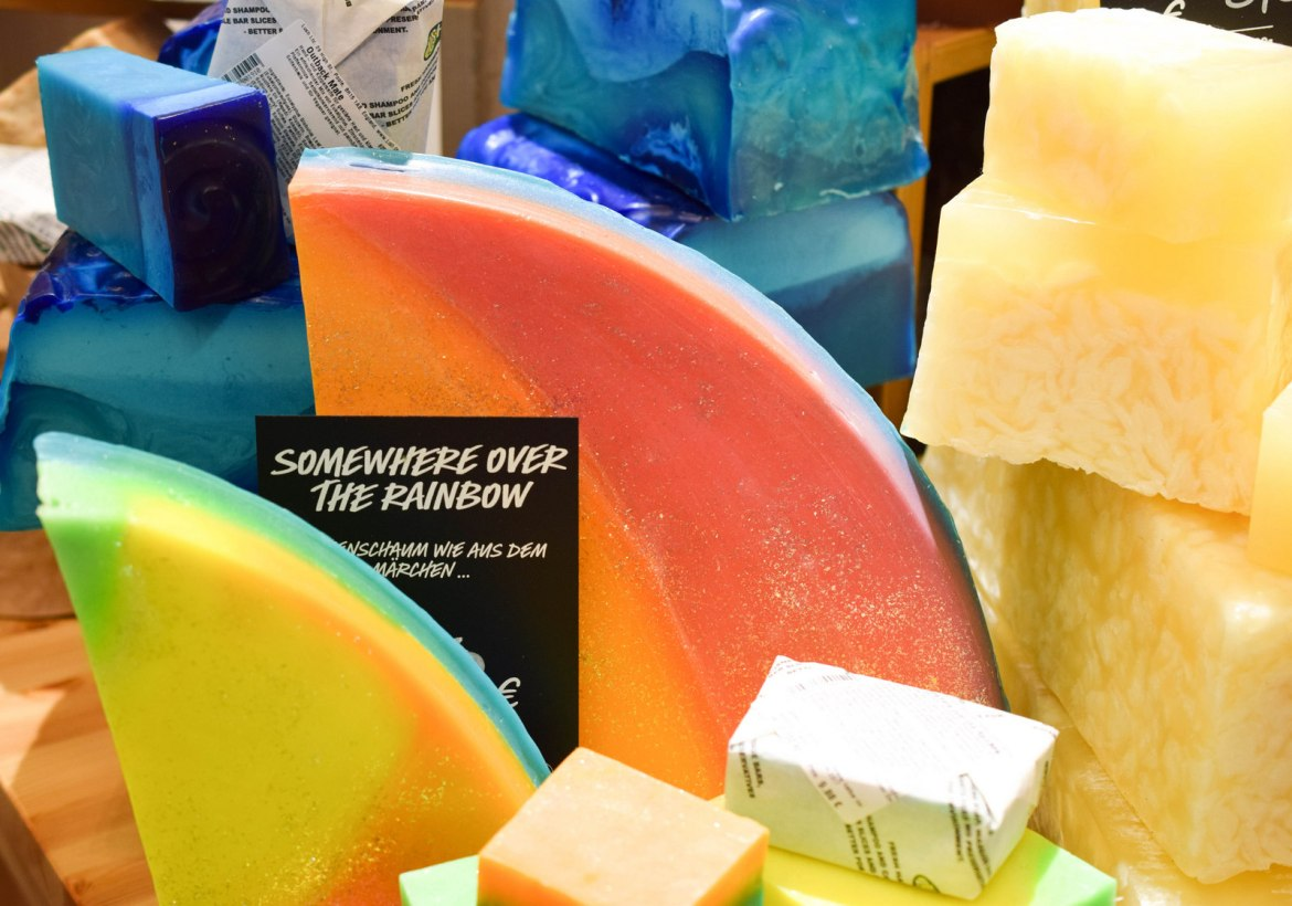 lush-ostern-2016-somewhere-over-the-rainbox-seife