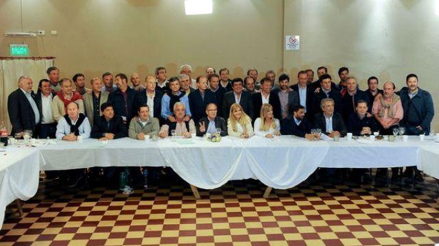 Los intendentes del PJ durante una de las reuniones que se llevaron acabo para unir al peronismo (Télam)