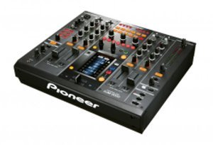 djm2000 plat lightjpg Zoom: console de mixage tactile et numrique Pioneer DJM 2000