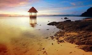 Kabupaten Pesisir Selatan memperoleh dana sebesar Rp 1,5 miliar untuk membangun kolam air laut sebagai pengembangan wisata kawasan Pantai Carocok, Painan yang telah dimulai sejak tahun 2014.
