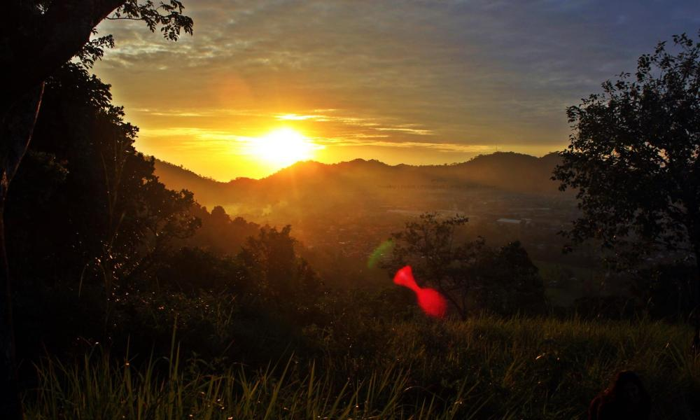 Bukit Nobita atau Bukit Tigo Tungku Sajarangan (Bukti Batu Jarang) merupakan salah satu spot terbaik untuk menikmati keindahan Kota Padang dari ketinggian.