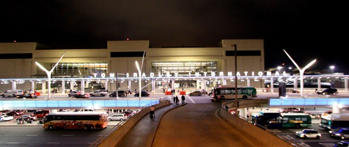 Tom Bradley Terminal, by Prayitno on Flickr - https://creativecommons.org/licenses/by/2.0/