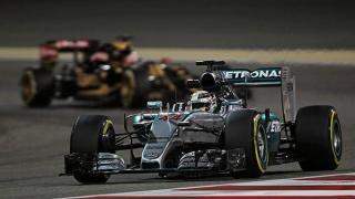 hamilton-pole-f1-bahrain-2015-mercedes