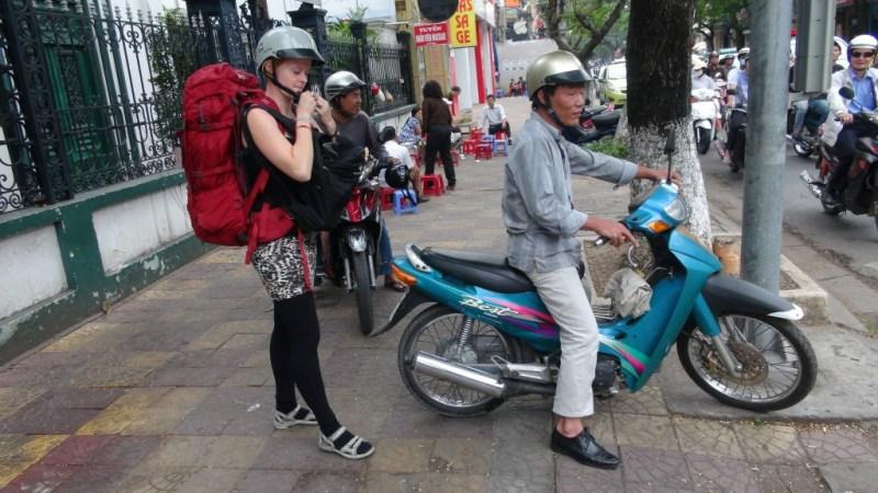Først en kort tur med scooter taxa.