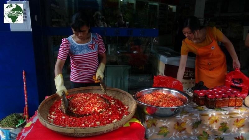 Krydderi fremstilling... 8% hvidløg og 92% chili - passer, og bliver brugt, til alt mad!