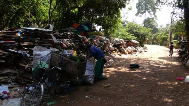 Affaldsplads i vejsiden, Siem Reap, Cambodia