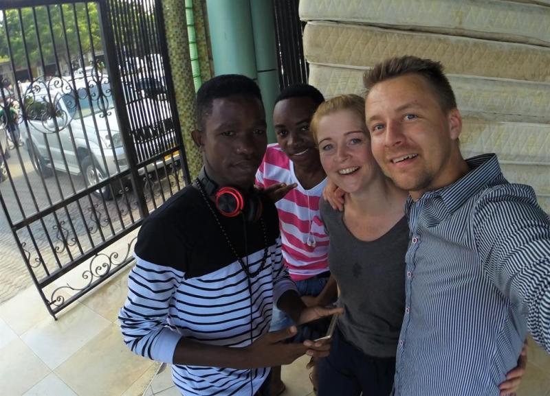 Selfie med fremmede i Dar Es Salaam, Tanzania
