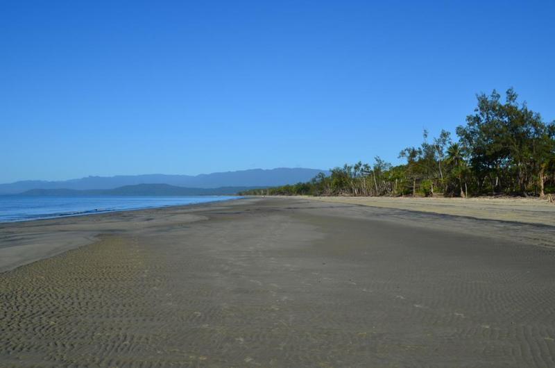 Det er strande som denne, som er beboet af krokodiller. Lidt en skam, da de ellers ville være lækre at bade ved.