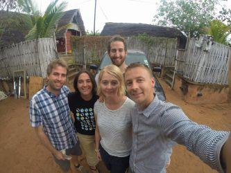 Vores kære værter Alex og Gianni, samt os tre frivillige arbejdere.
