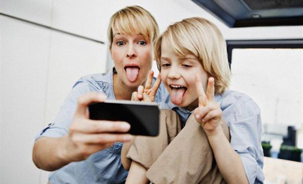 В мобильные игры минимум раз в неделю играют 80% мам