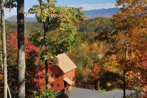 Photo of a Gatlinburg cabin in the mountains during the fall.