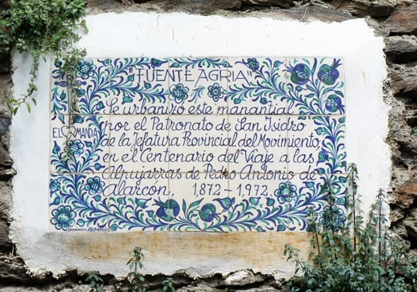 Ceramic blue and white tile demonstrating the Fuente Agria in Alpujarras
