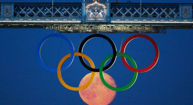 full-moon-olympic-rings-london-bridge-2012.jpg