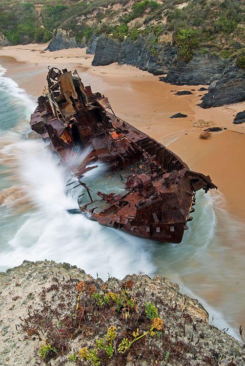 abandoned_ships_at_sea (6)
