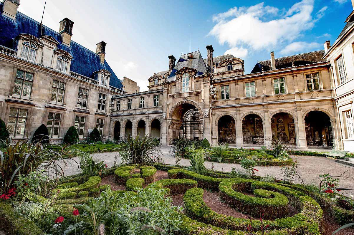 Fascinating Places in Paris that Definitely Worth an Attention of Artist