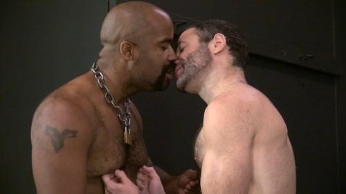 men-kissing