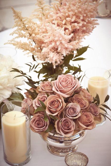 Hoa hồng là gợi ý tuyệt vời cho mọi phong cách tiệc cưới.