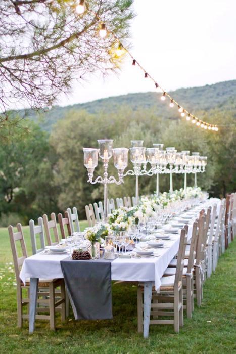Toàn cảnh tiệc cưới ngoài trời vừa đơn giản vừa ấm áp.