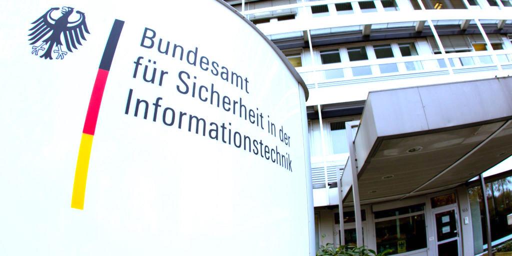 BSI_Eingang_Bundesamt_fuer_Sicherheit_inderInformationstechnik-1024x512