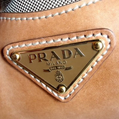 Prada iPad Wallpaper, Background and Theme